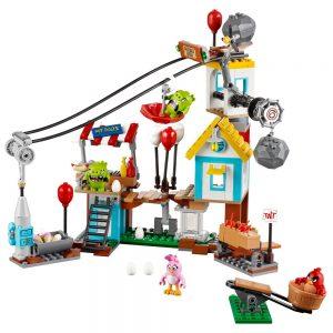 LEGO Angry Birds 75824 Pig City Sloopfeest 1