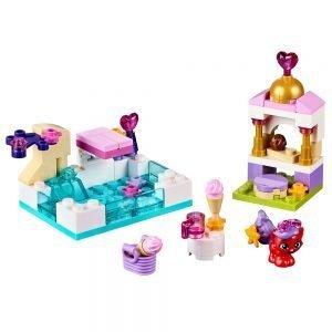 LEGO Disney 41069 Dag bij het Zwembad met Treasure 1