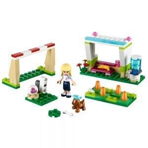 LEGO Friends 41011 Stephanie's Voetbaltraining 1